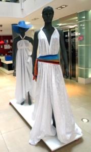 Estos vestidos se hicieron para dar a conocer los algodones perforados.