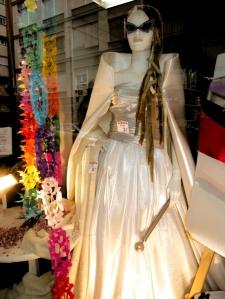 Vestido de carnaval que pusimos en el escaparate de la Gran Tienda en Pedro Antonio de Alarcón.